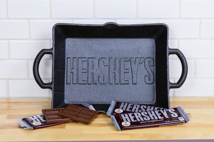 Image of S'mores Dip Kit with Cast Iron Skillet Packaging