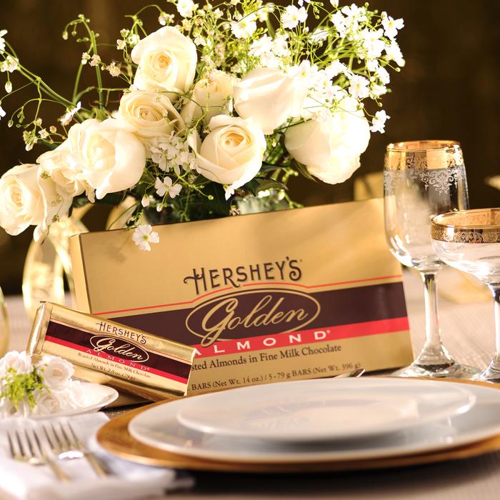 Image of HERSHEY'S GOLDEN ALMOND Bar - 5 bar gift box [14 oz. box] Packaging