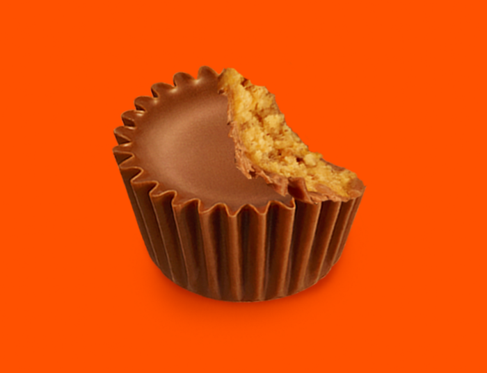 Image of REESE'S Peanut Butter Cups Miniatures in Dark Blue Foils - 4.16 lb. Bag [4.16 lb. bag] Packaging