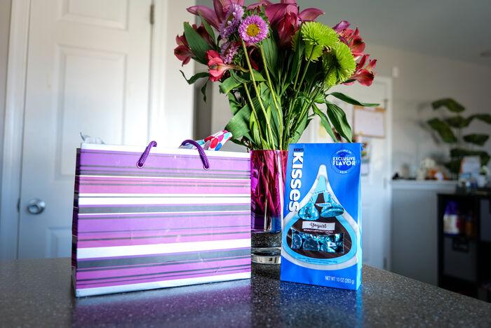 Image of HERSHEY'S KISSES Flavors of the World Yogurt, 10 oz bag Packaging
