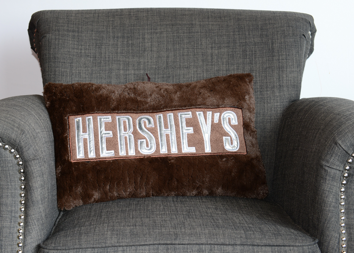 Image of HERSHEY'S Pillow [1 pillow] Packaging